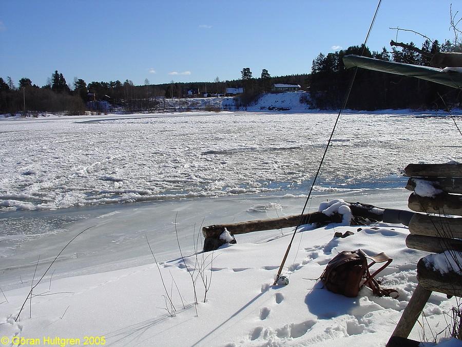 Lite svårfiskat vid Dingersjövarpet. Foto 7 mars 2005